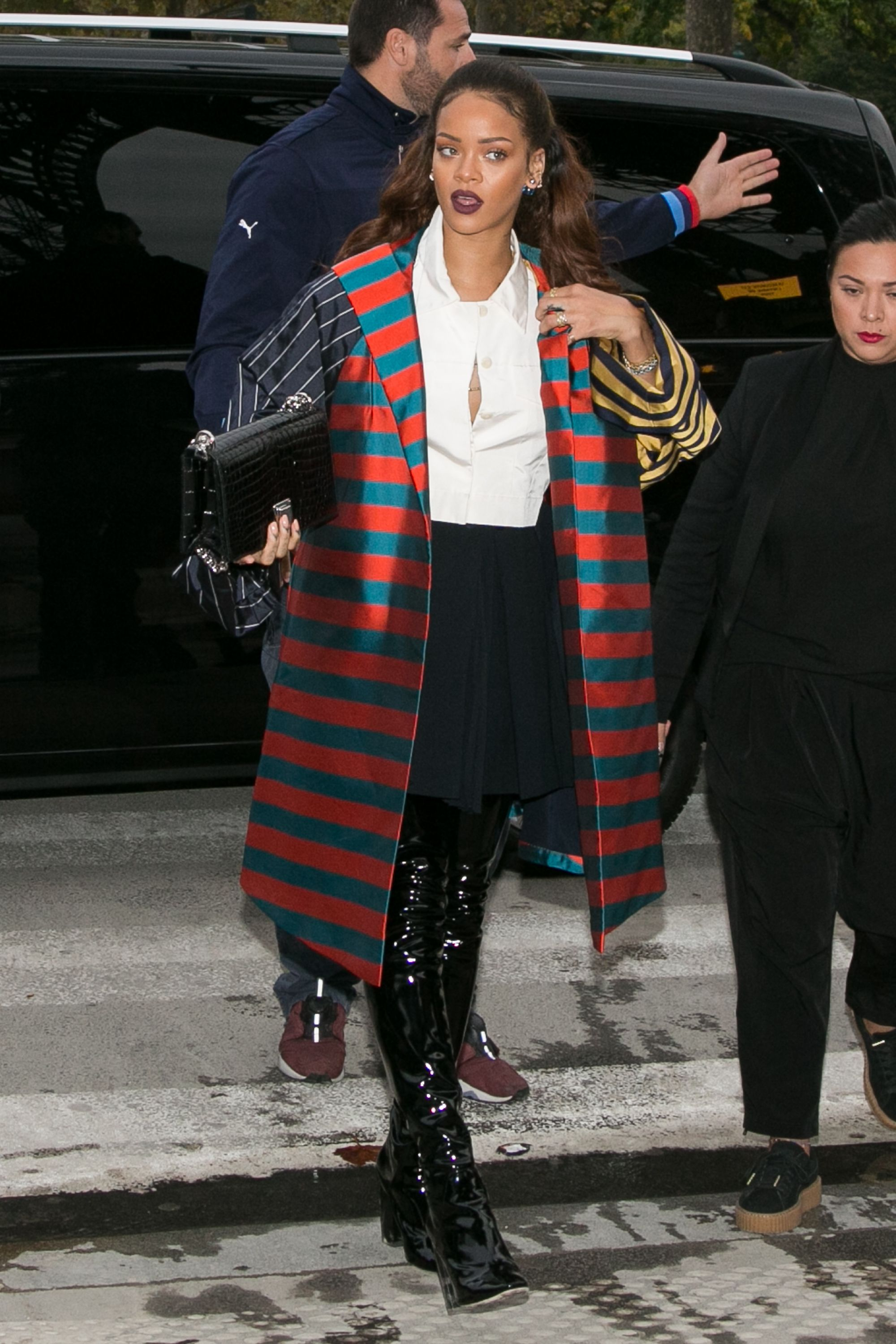 Best Street Style New York Fashion Week Aw 17: Rihanna Makes Yankee Gear Look So Good, Even Team Haters
