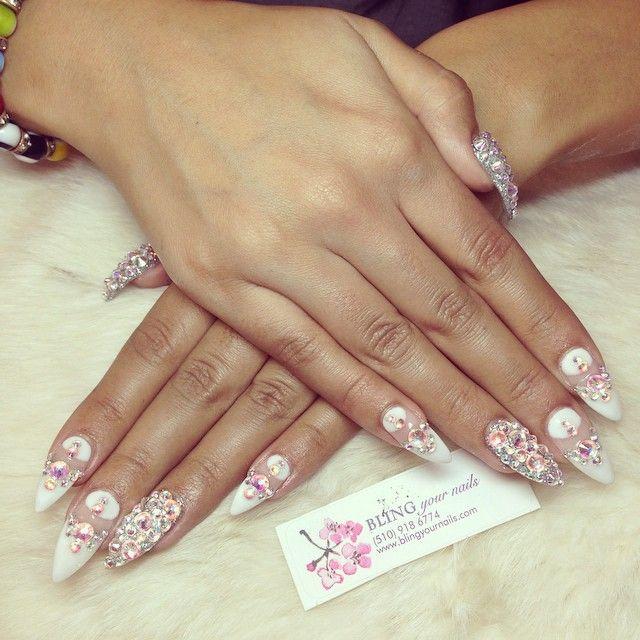 #ShareIG #blingyournails #bling #nails #nailart #nailgame #nailporn #japanesegelnails #swarvoskicrystals #negativespace #blingedout