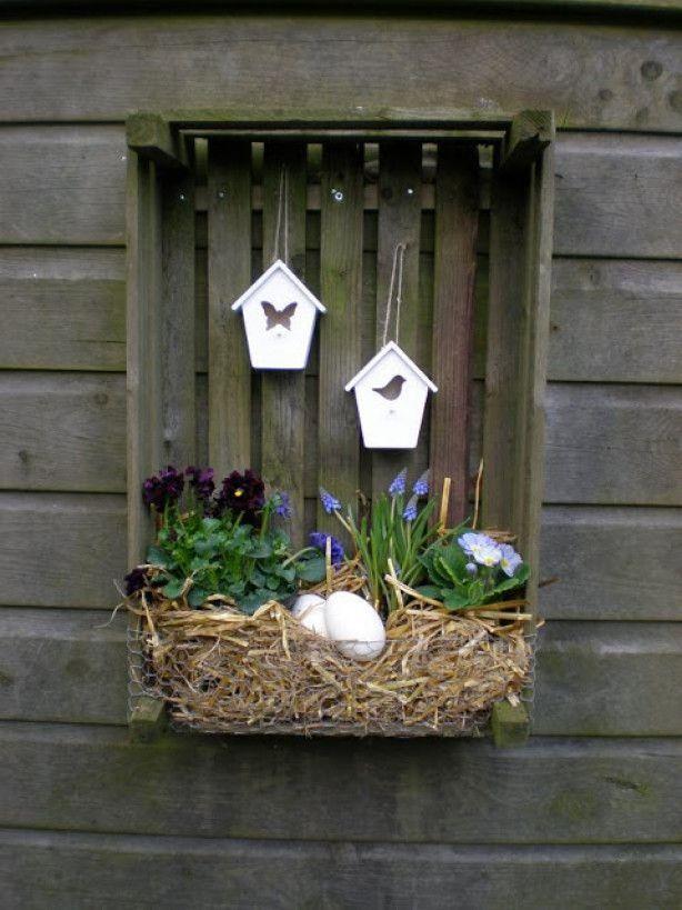 Leuk aardappelkistje pimpen! idea. use my green birdhouse hook..repaint old birdhouses and add hooks.