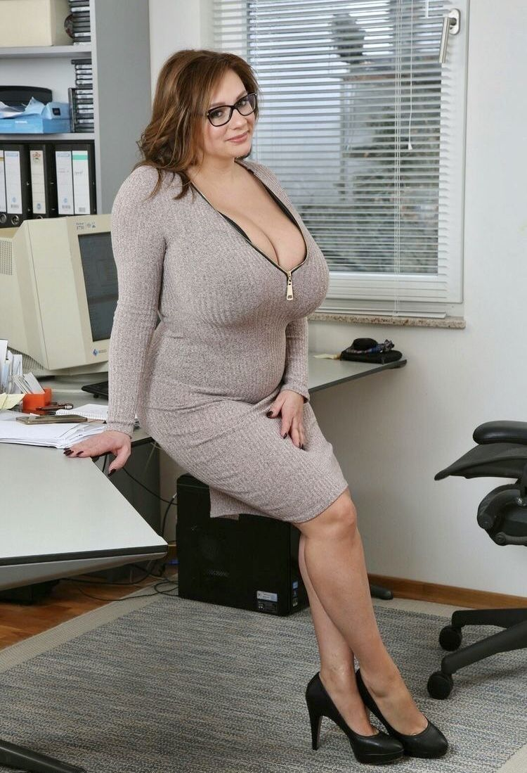 Pin en women are not FAT just Beautiful to look at  ________dont get tied up to what other