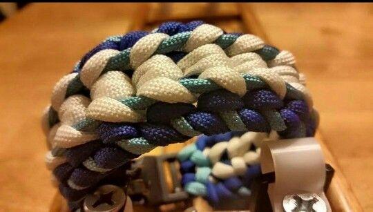 The Akula Paracord Bracelet