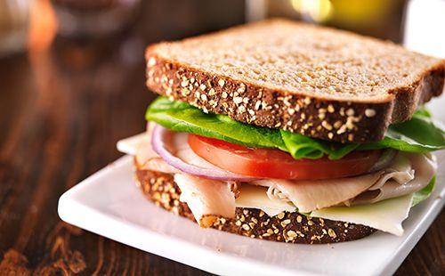 Wecook - Sandwich dinde fromage crudités   Recette   Recette, Idée repas light, Recette light
