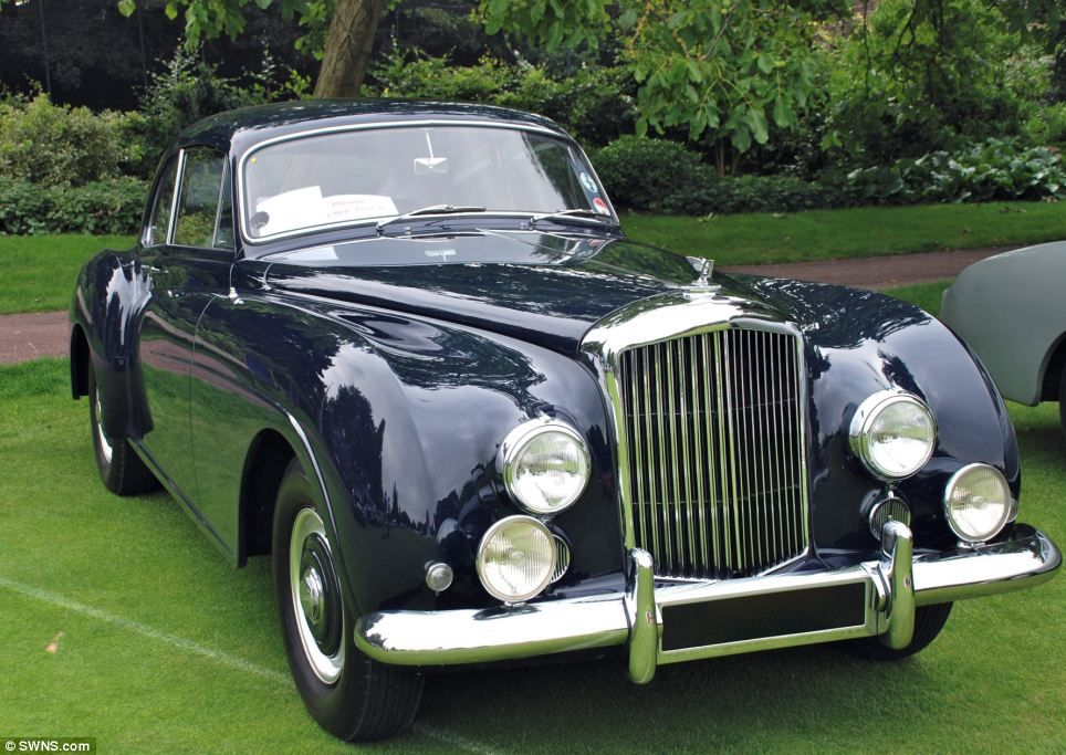 Dentist amassed Britain\'s biggest private car collection of 543 ...
