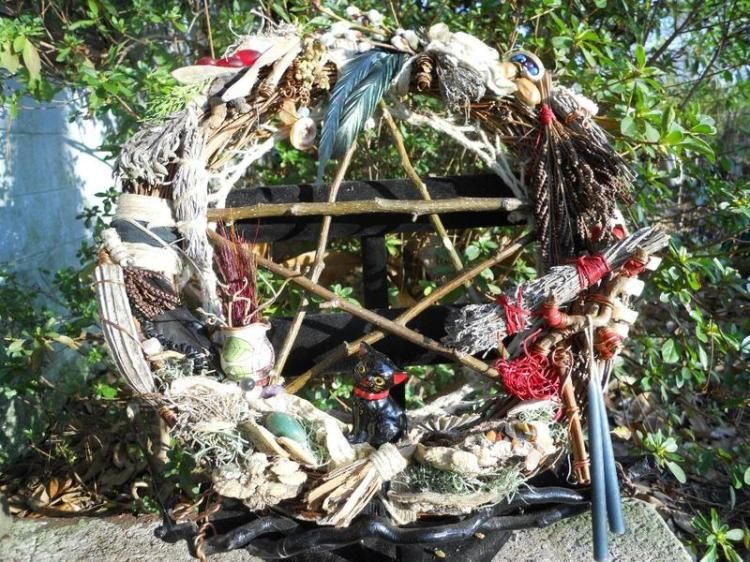 Lovely Pagan/Wiccan wreath.....I wonder if my neighbors would complain????