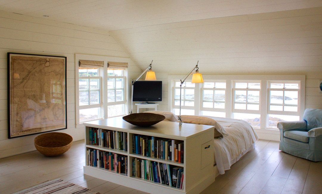 Love This Room Bookcase Behind Bed In Middle Of The Room Higher Windows Though Bed In Middle Of Room Maine House Home
