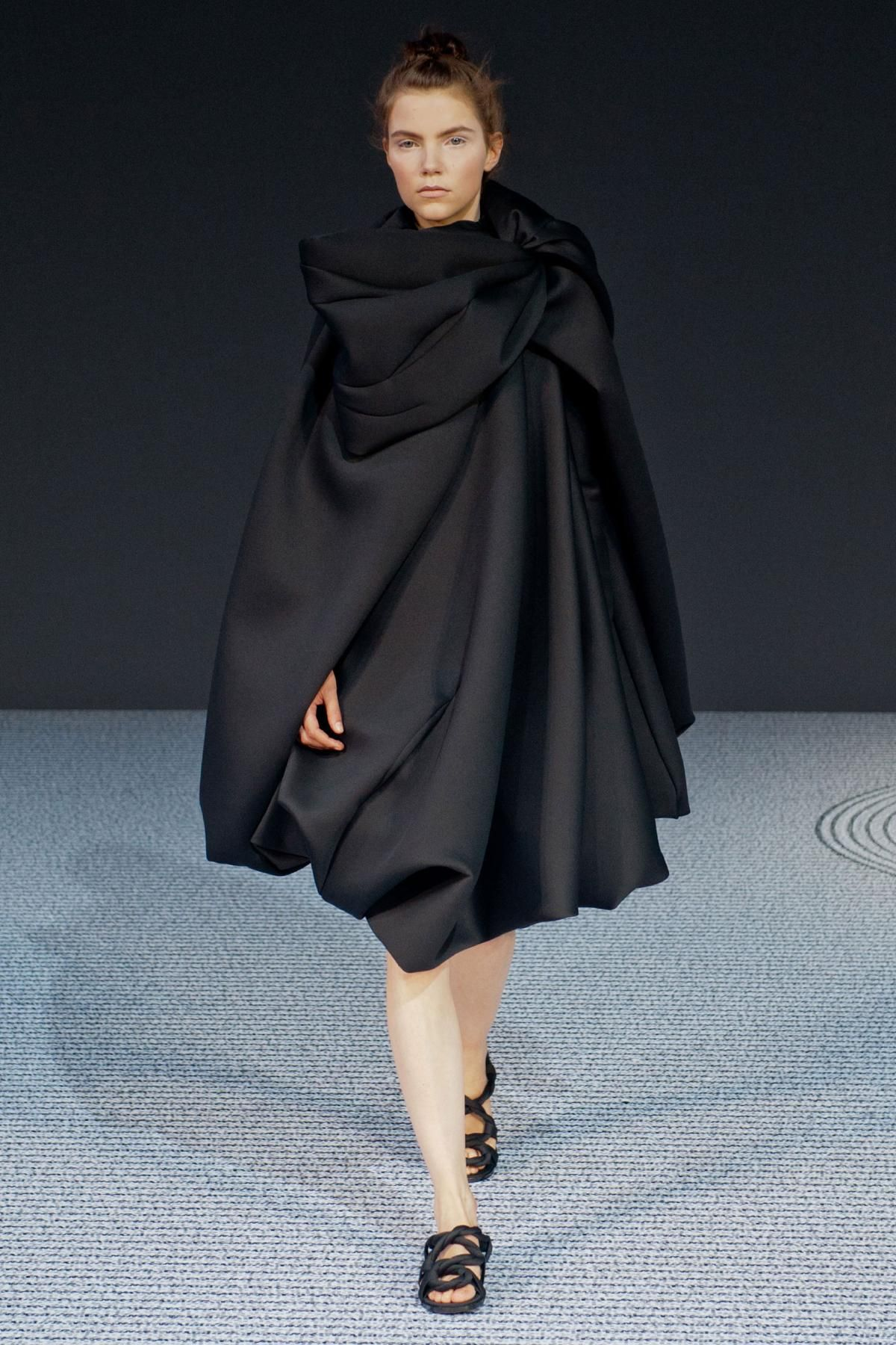 gorgeous! Cloak and Dagger: Viktor & Rolf's Couture Return - The Cut