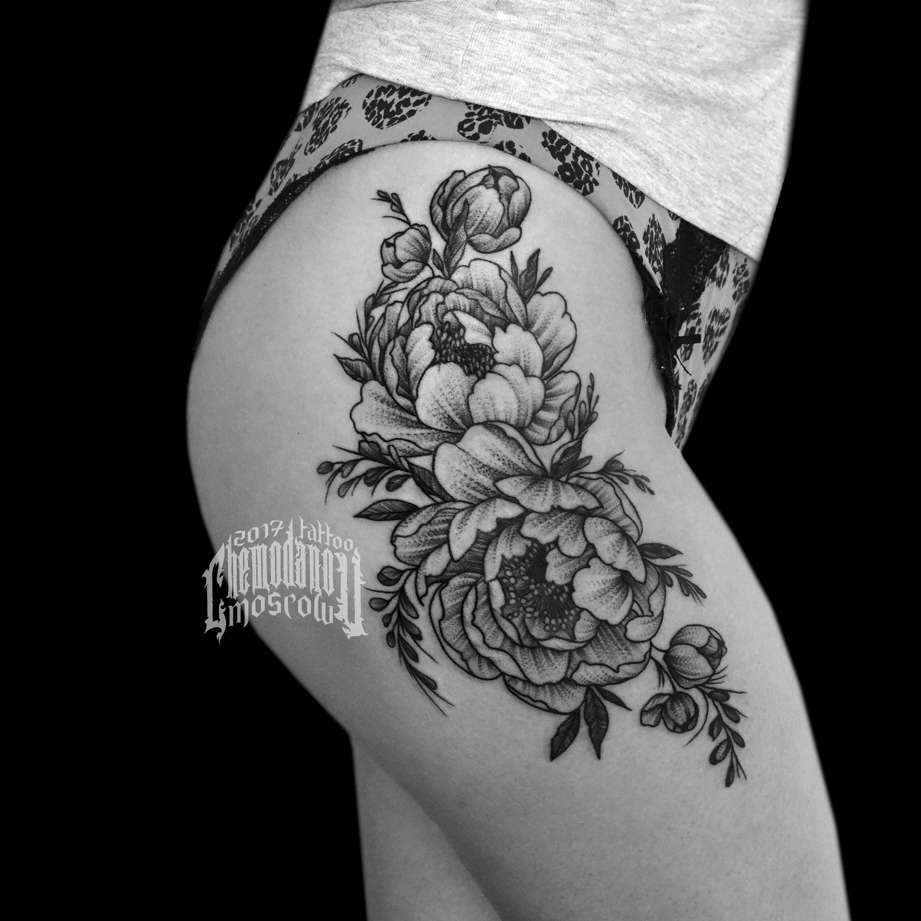 тату цветы чб эскиз татумосква татудевушки пионы набедре