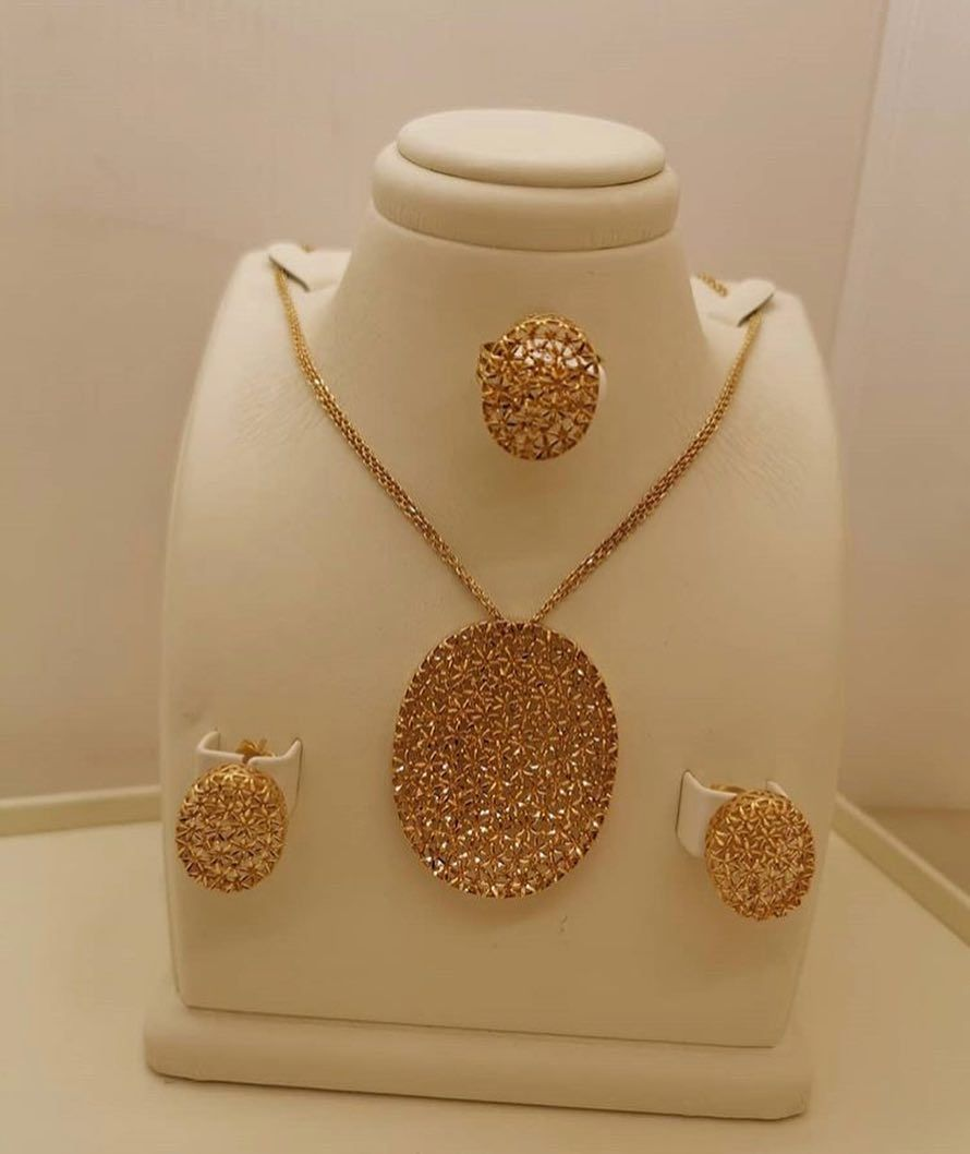 Goldali1 نص طقم منثوره ذهب عيار 21 من مجوهرات عبدالرحمن بن عيسى Goldali1 Goldali1 Bridal Jewelry Gold Necklace Necklace