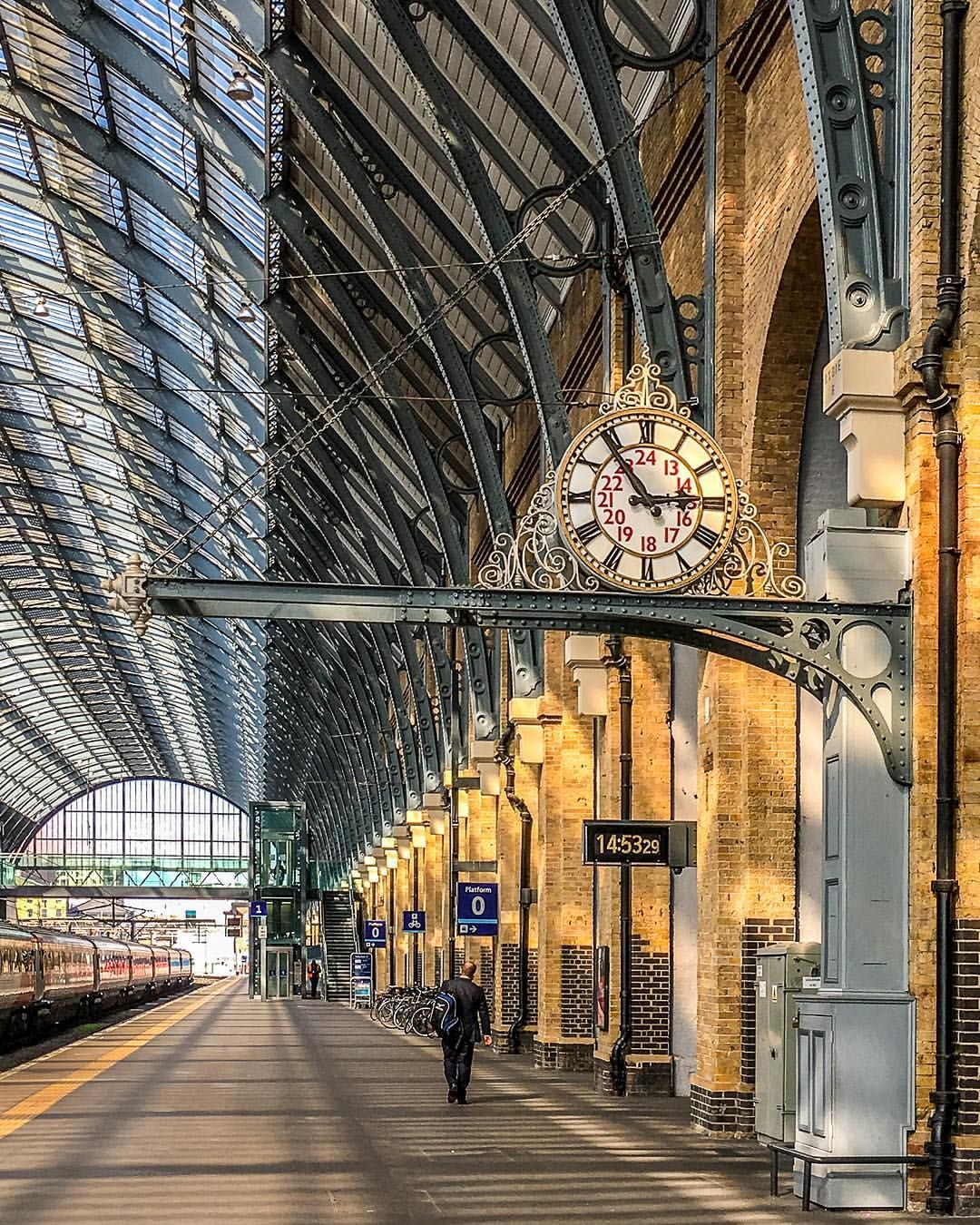 Beautiful Light In King S Cross Station In London England This Train Station Is Famous For Its Harry Potter Connections A London Travel London England London