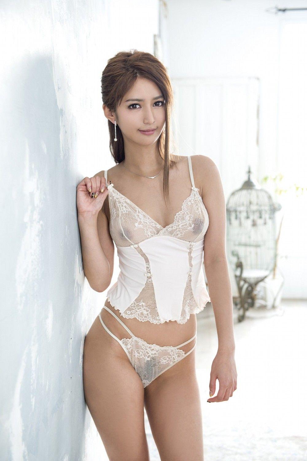 Topless Jestina Lam nude (49 photo), Ass, Cleavage, Feet, panties 2006