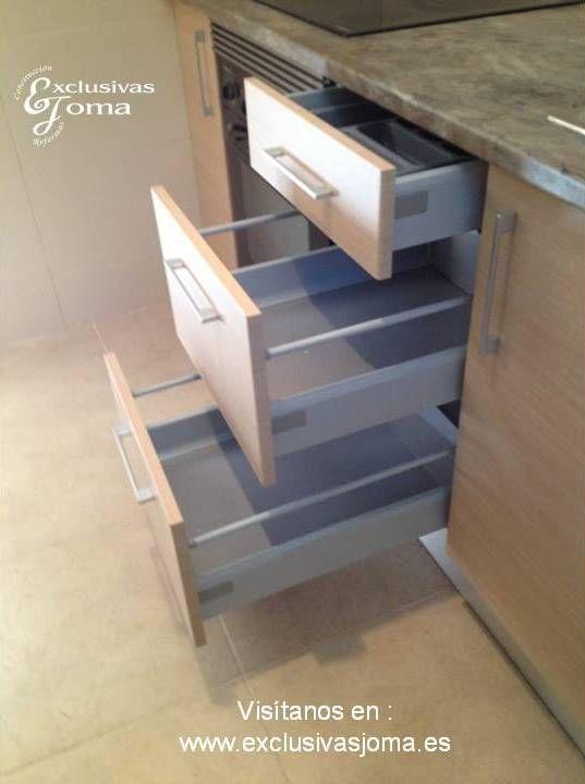 Muebles de cocina a medida en madera color haya jaspeado