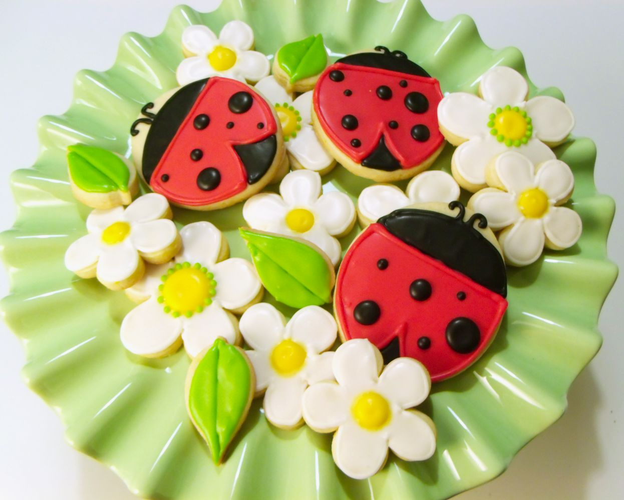 Titti Cake Studio: Ladybugs and Flowers