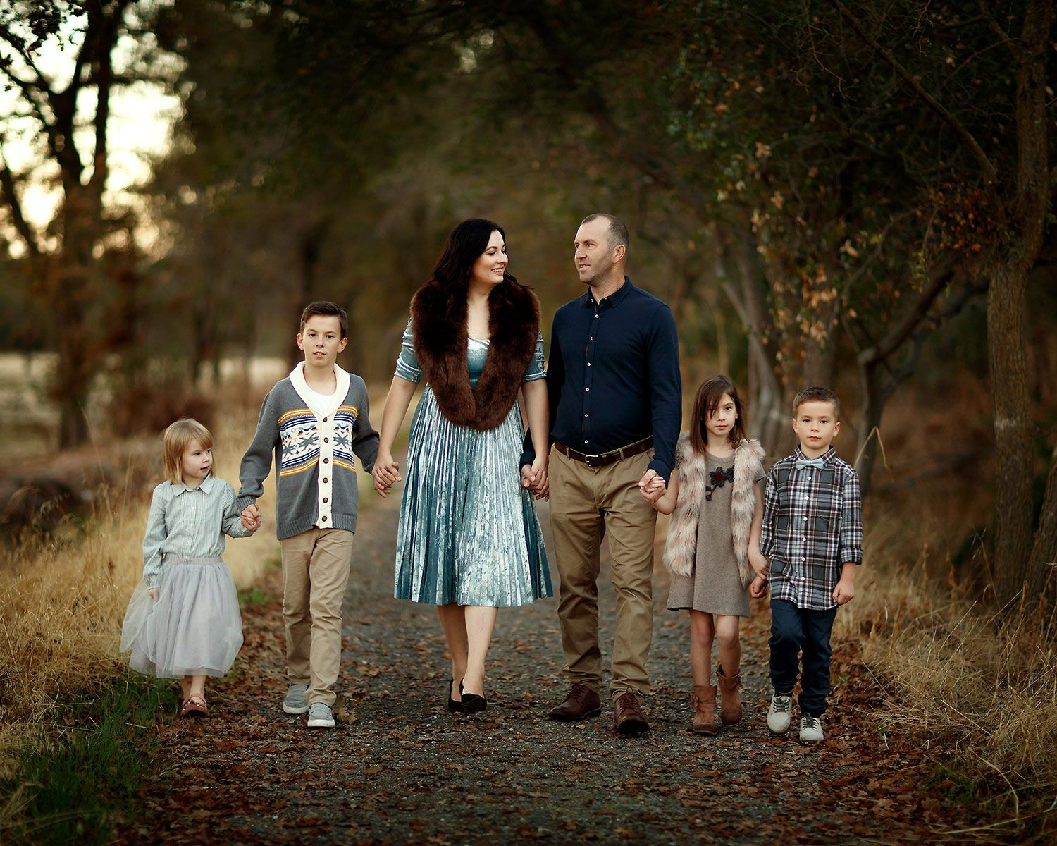 Family Of Three Lifestyle Photography Ideas Family Posing Ideas And Outfits Ideas For Photography Poses Family Family Pictures Outside Outdoor Family Pictures