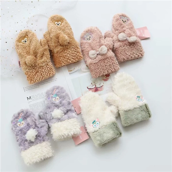 These kawaii fluffy stellalou and duffy bear inspired mittens are the cutest way to keep your fingers warm this winter! Made of high quality vegan faux fur, in gorgeous colors, with hand embroidery characters and sweet little details like pompoms, bows, and paw prints on the palms (only on the white kitten version)!  C #whitekittens