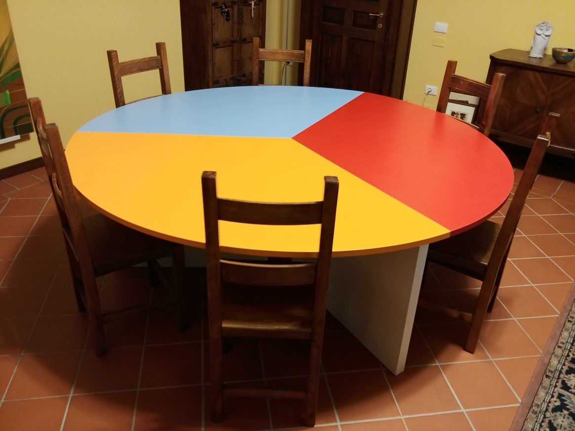 Tavolo Riunioni Per L Ufficio.Un Giovedi Ricco Di Colori Armadio Da Ufficio E Tavoli