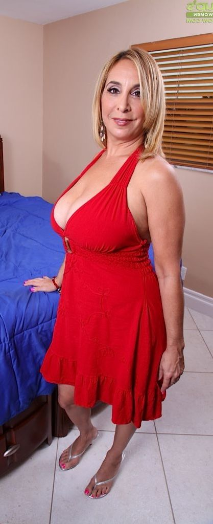 mature-mom-ass-jenniger-hawkins-nude
