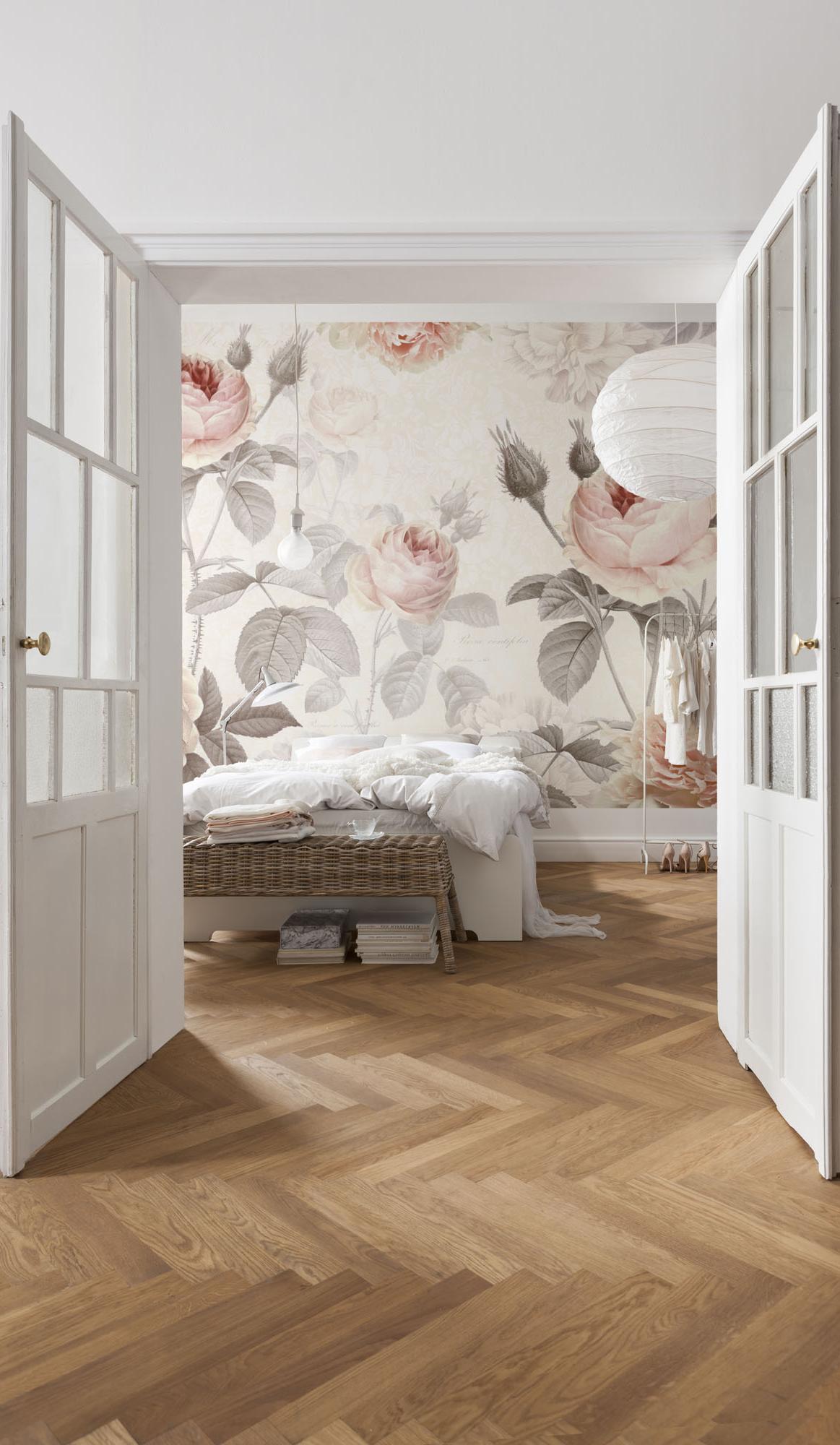 Floral botanical wallpaper
