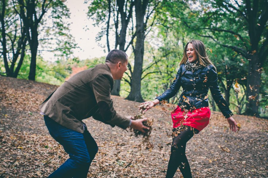 Fall Central Park Engagement Shoot | Photo: RM Digital Photography | Aisle Perfect | http://aisleperfect.com/2015/09/fall-central-park-engagement-shoot.html #engagement #autumn #newyork #couple