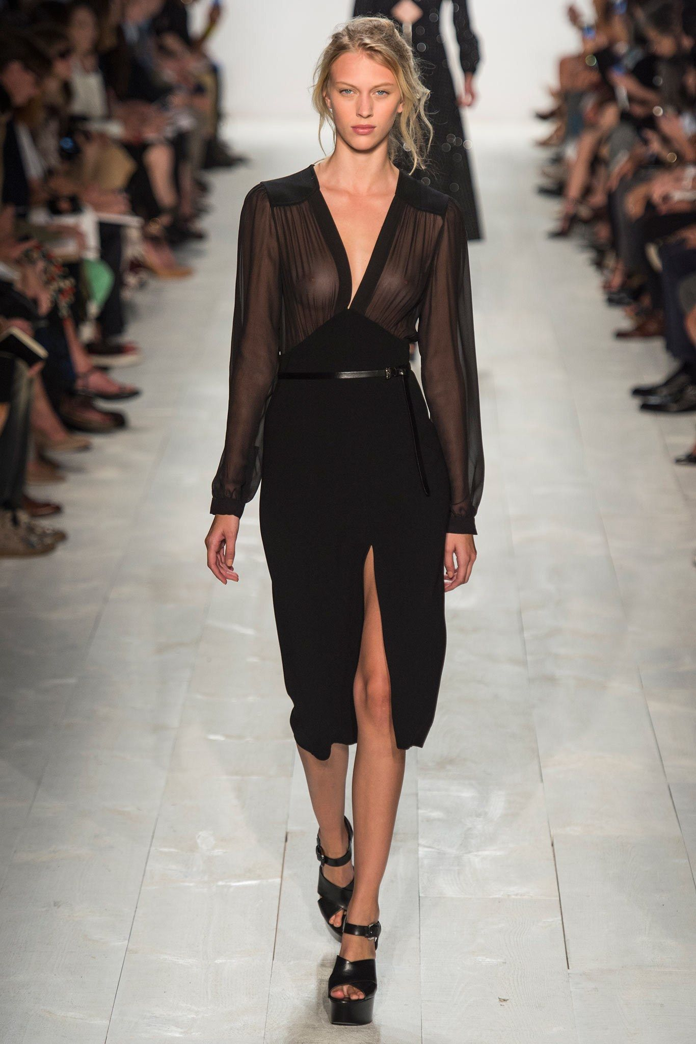 Michael Kors Collection Spring 2014 Ready-to-Wear Fashion what a wonderful LBD for summer Show - Juliana Schurig