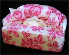 Ein Sofa für handelsübliche Taschentücher oder Kosmetiktücherbox.