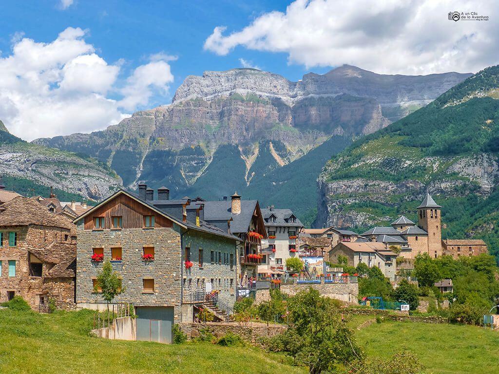 Panorámica De Torla Valle De Ordesa Ruta En Coche Por El Pirineo Aragonés Pirineo Aragones España Turismo Pirineos
