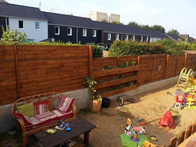 europaletten gartenzaun holz bauen sichtschutz kinder spielplatz ... - Sichtschutz Aus Holz Gartenzaun Bauen