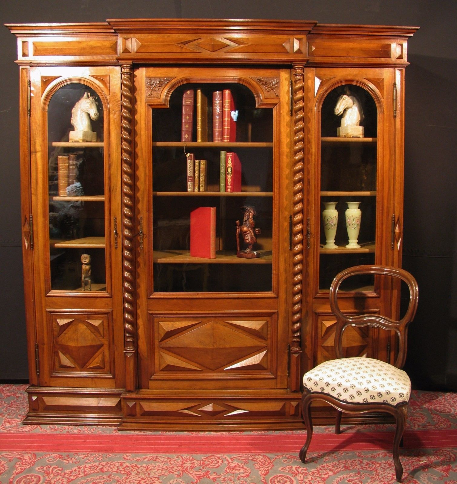 ancienne biblioth que louis xiii noyer vitrine meuble cabinet curiosit chasse meubles. Black Bedroom Furniture Sets. Home Design Ideas