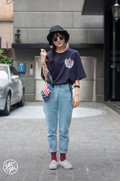 571b48cdc9a SOL-SOL  floppy hat + oversized tee + high-waisted mom jeans