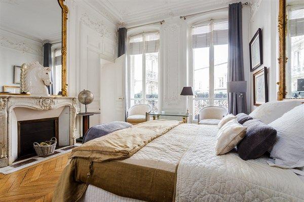 Appartement 4 pièces à louer meublé en courte durée place de l