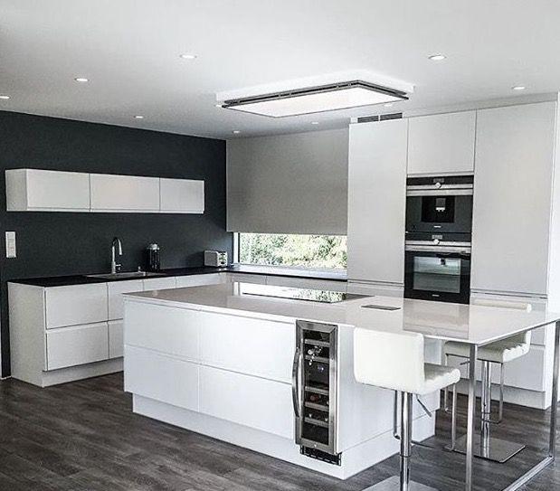 Die Küche wirkt durch ihr schlichtes Design sehr modern Haus - offene küchen beispiele
