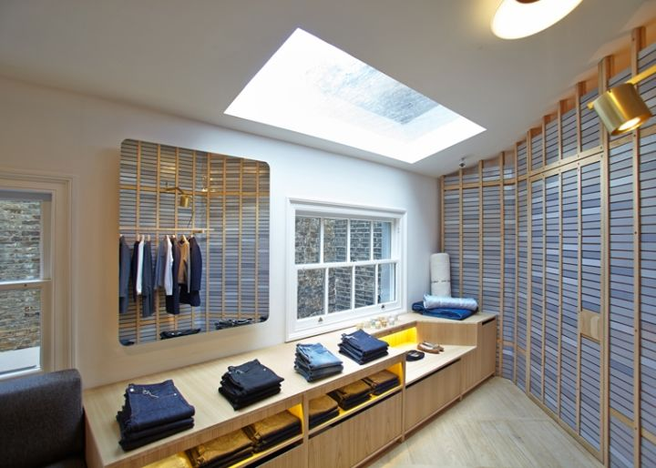 It Occupies An Elongated Ground Floor Unit, And Has Its Walls Covered In  Vertically Stacked