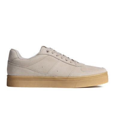 PREMIUM QUALITY.  Sneakers i læder med snørelukning. For i mesh og indersål i tekstil. Gummisål.