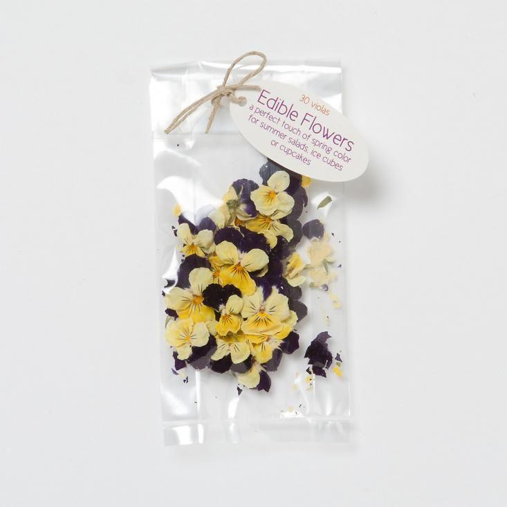Diy easy sugared violas gardenista edible flowers