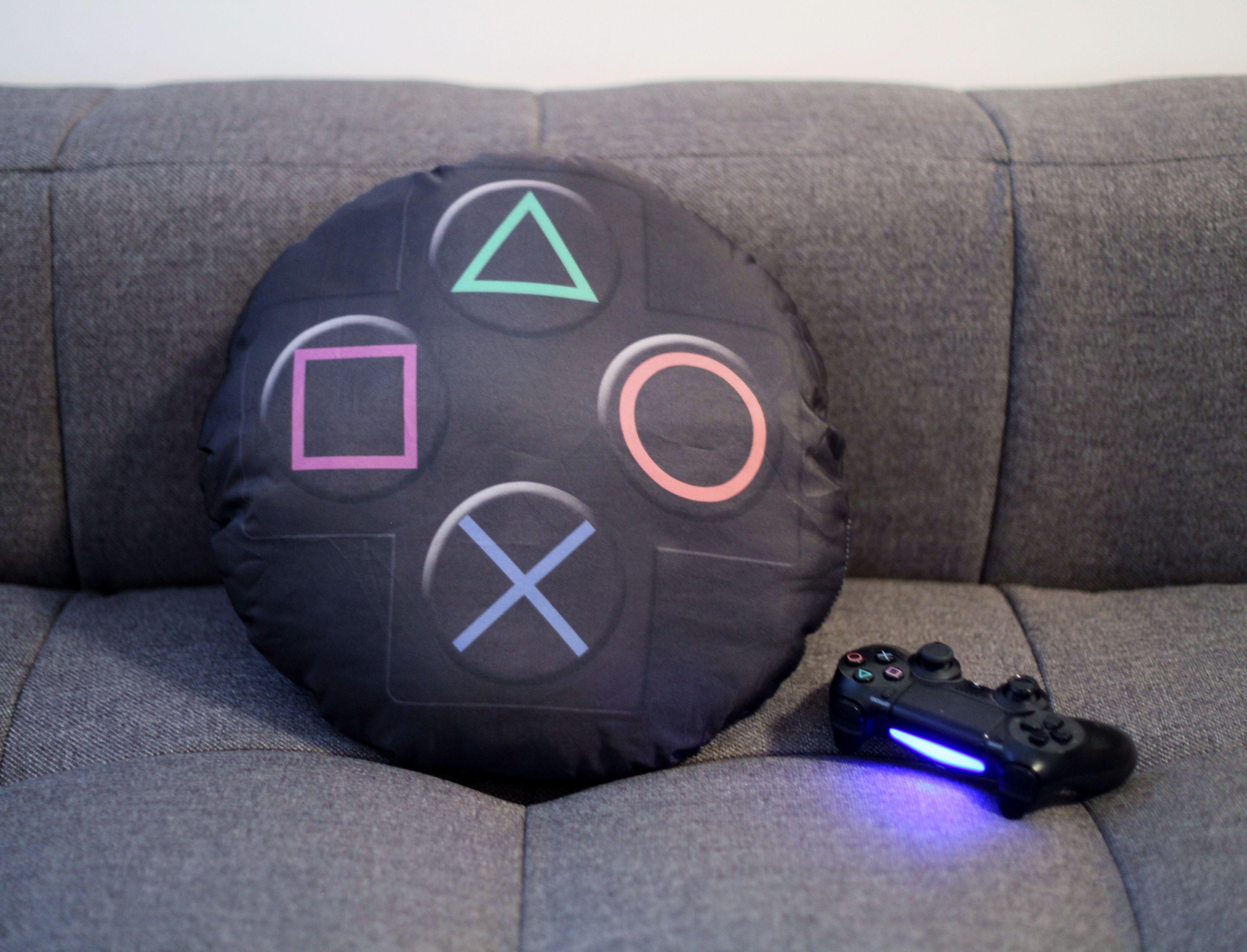gaming desks gaming pinterest spielzimmer konsole und pc schreibtisch. Black Bedroom Furniture Sets. Home Design Ideas