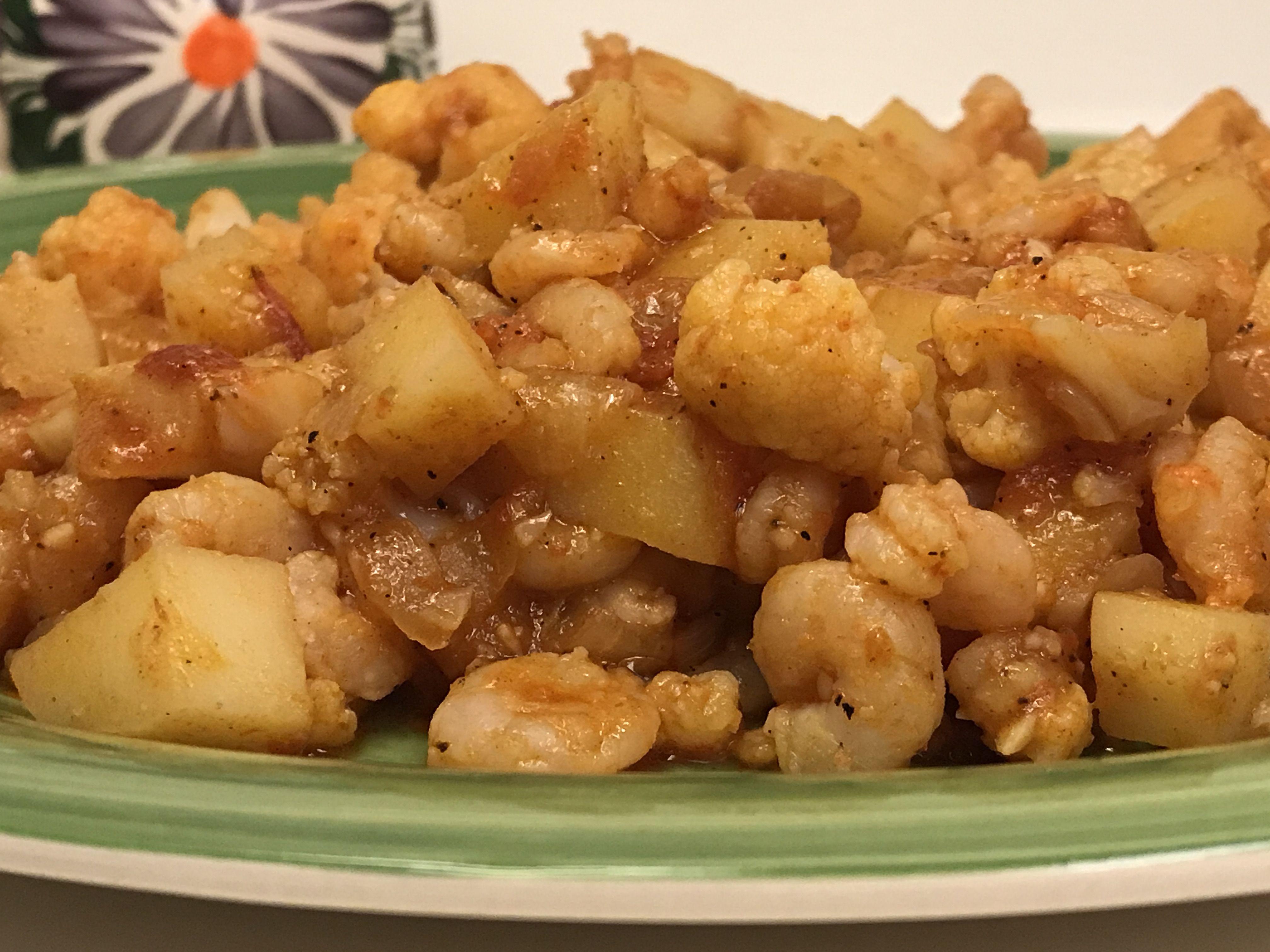 طبيخ البطاط مع القرنبيط الزهرة والجمبري صحي وجد لذيذ Shrimp With Potatoes And Cauliflower I Foods Food Vegetables