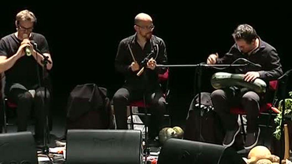 """Burgos celebra un concierto con una orquesta """"vegetal"""", Telediario  online, completo y gratis en A la Carta. Todos los informativos online de Telediario  en RTVE.es A la Carta"""