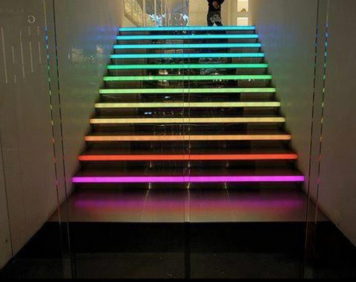 Escaleras con color y luz rainbow arcoiris pinterest for Escaleras con luz