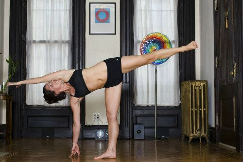 Yoga: Ardha Chandrasana para o bumbum tonificado