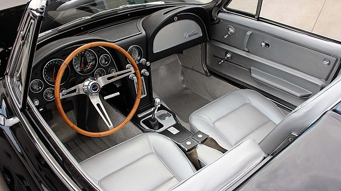 1965 Corvette With Code 427 Silver Leather Interior Featuring Optional N36 Telescopic Steering Column And The D 1965 Corvette Corvette Stingray Chevy Corvette