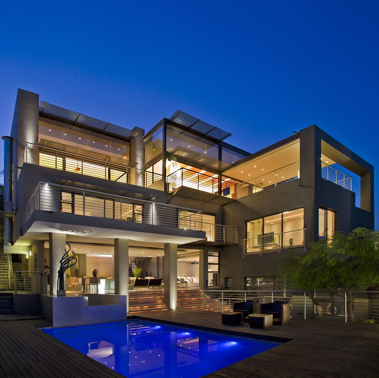 A high top glass mansion