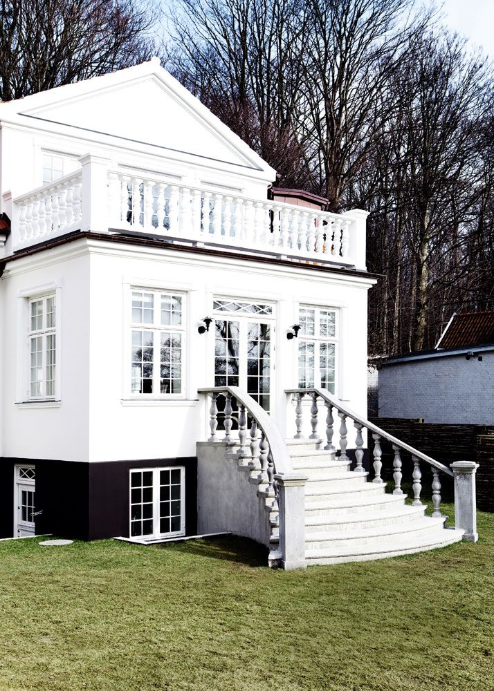 black foundation white house outside spaces house. Black Bedroom Furniture Sets. Home Design Ideas