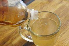 água morna com vinagre de maçã é um ótimo remédio caseiro para aliviar a dor de garganta