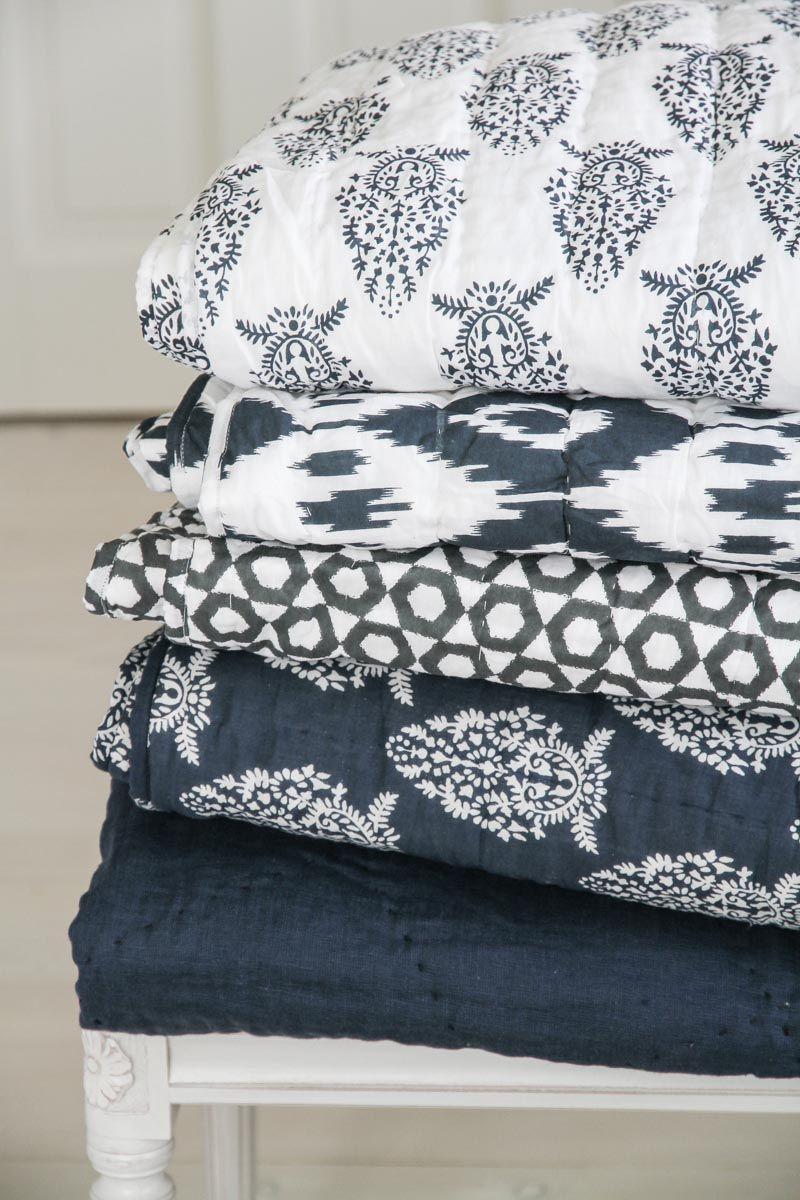 Chhatwal & Jonsson   Överkast Quilted Cotton/Voile Ikat Jodhpur Offwhite/Navy   Matilde & Co   Handla online