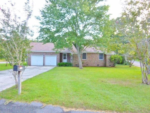 Best Charming 1 Story Brick Ranch On Large Corner Lot In 640 x 480