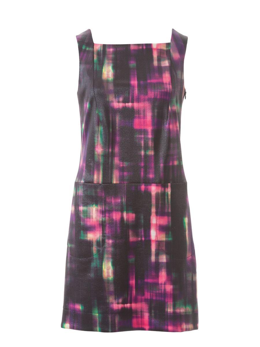 Плаття-футляр з трохи заниженою талією необтяжене зайвими деталями - навіть  рукави тут не передбачені 9b1e90b5446c7