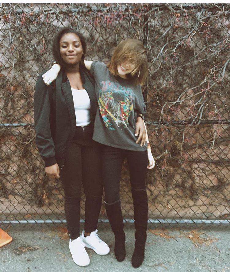 There's something about the girl on the left that I like. Her messy hair and outfit. So effortless