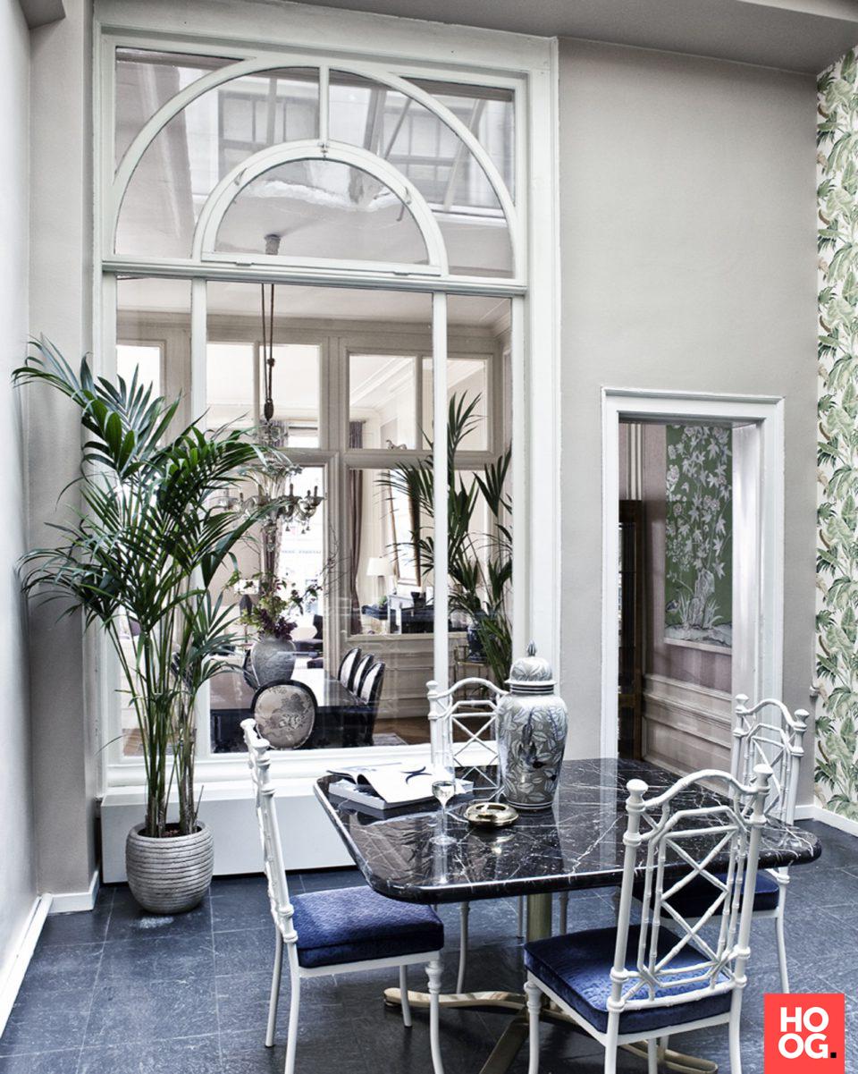 Luxe zithoek met grote spiegel | woonkamer ideeën | living room ...