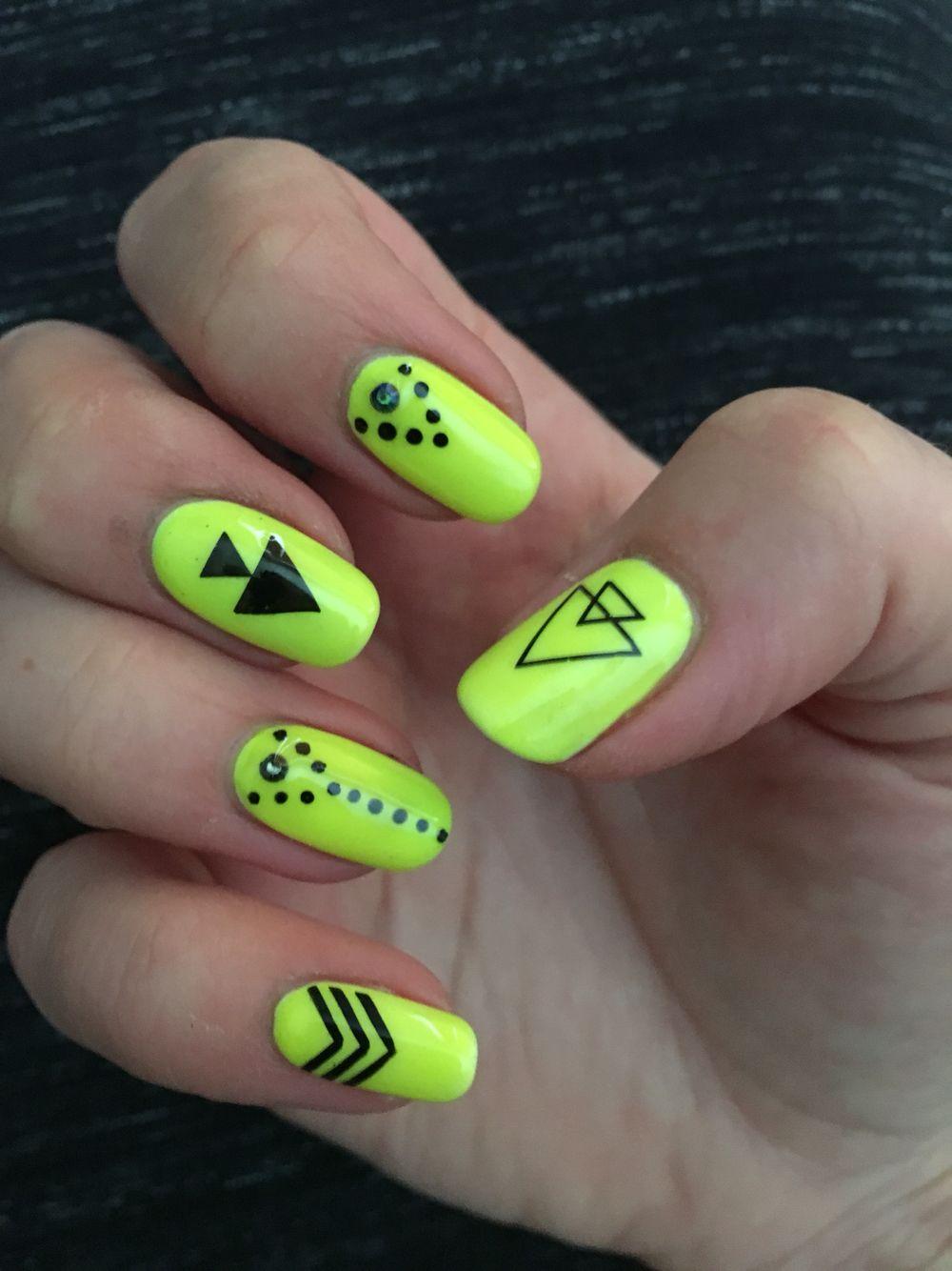 Artistic Colour Gloss Vivid | nails | Pinterest | Diseños de uñas ...