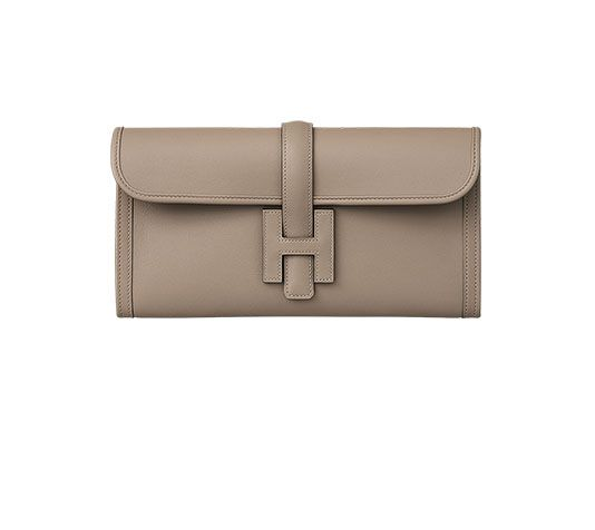 5b331c1113b9 Jige 29 Hermes clutch with H tab closure in Swift leather with goatskin  lining Measures 11.5