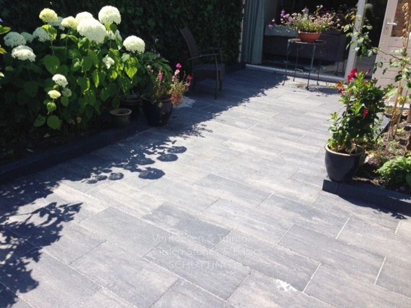 Grote Zwarte Terrastegels.Grote Grijs Zwarte Tegels In De Tuin Perfect Voor De